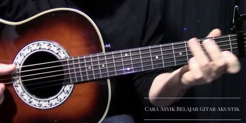Cara Asyik Belajar Gitar Akustik, dan inilah Tips & Trik nya