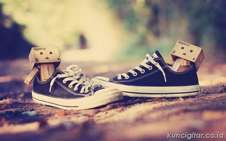 Kunci Gitar Tulus, Sepatu